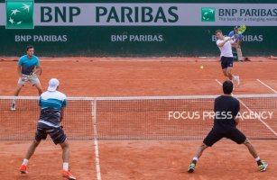 Márton Fucsovics of Hungary and Marco Cecchinato of Italy returns the ball to Lukasz Kubot of Poland and Marcelo Melo of Brazil during the second round at Roland Garros Grand Slam Tournament - Day 4 on May 30, 2018 in Paris, France.