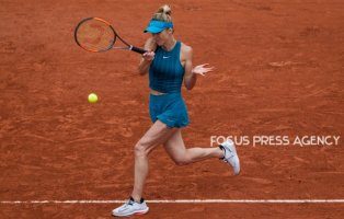 Elina Svitolina of Ukraine returns the ball to Viktoria Kuzmova of Slovakia during the second round at Roland Garros Grand Slam Tournament - Day 4 on May 30, 2018 in Paris, France.