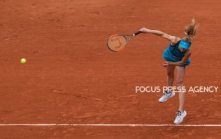 Elina Svitolina of Ukraine serves against Viktoria Kuzmova of Slovakia during the second round at Roland Garros Grand Slam Tournament - Day 4 on May 30, 2018 in Paris, France.