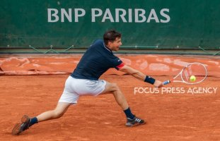 Dominic Thiem of Austria returns the ball to Matteo Berrettini of Italy during the third round at Roland Garros Grand Slam Tournament - Day 6 on June 01, 2018 in Paris, France.