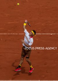 Kei Nishikori of Japan returns the ball to Dominic Thiem of Austria during the fourth round at Roland Garros Grand Slam Tournament - Day 8 on June 03, 2018 in Paris, France.