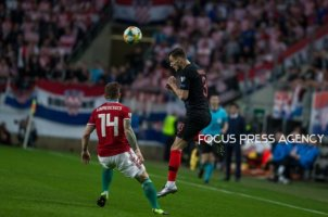 Borna Barisic of Croatia competes for the ball with Gergo Lovrencsics of Hungary during the Hungary and Croatia European Qualifying match at Groupama stadium on March 24, 2019 in Budapest, Hungary.
