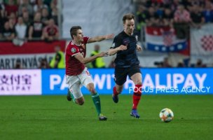 Ivan Rakitic of Croatia competes for the ball with Adam Nagy of Hungary during the Hungary and Croatia European Qualifying match at Groupama stadium on March 24, 2019 in Budapest, Hungary.