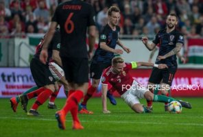 Ivan Rakitic of Croatia competes for the ball with Balazs Dzsudzsák of Hungary during the Hungary and Croatia European Qualifying match at Groupama stadium on March 24, 2019 in Budapest, Hungary.